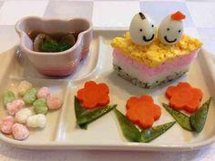 離乳食後期ひな祭り*菱餅型のちらし寿司風の画像