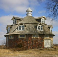 Wickcliffe Round Barn. Cantril, Iowa
