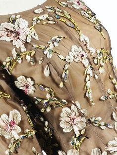 Balenciaga - Haute Couture -  Ensemble du Soir Jupe Longue et Veste - Organza Amarante, Tulle Brodé de Raphia et Rhodoïd - Ateliers Lesage - 1961
