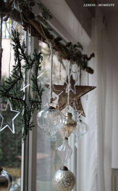 Nordic Christmas, Noel Christmas, Country Christmas, Simple Christmas, Christmas Wreaths, Christmas Crafts, Christmas Ornaments, Silver Ornaments, Christmas Window Decorations
