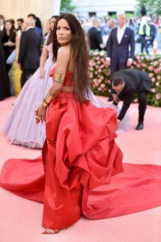 Halsey - The Most Daring Dresses At The 2019 Met Gala - Livingly Halsey Songs, Waist Length Hair, Costume Institute, Prabal Gurung, Runway Models, Dress Codes, Lady Gaga, New Pictures