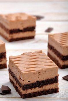 Chocolate slices with chocolate cream - Chocolate cake chocolate cream, truffle cream, truffle slices, chocolate cake, tin cake - Chocolate Slice, Chocolate Cream, Chocolate Recipes, Baking Recipes, Cake Recipes, Dessert Recipes, Cupcakes, Truffle Cream, Milk Shakes