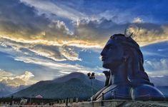 The Adiyogi bust at the Isha Yoga Foundation on the outskirts of Coimbatore in Tamil Nadu. World's largest bust by the Guinness Book of World records. High Quality Wallpapers, High Quality Images, Isha Yoga, Guinness Book, Coimbatore, Shiva, Worlds Largest, Foundation, Darth Vader