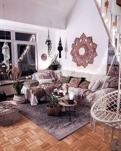Boho Living Room, Living Room Decor, Bohemian Living, Bungalows, Diy Rustic Decor, Boho Bedroom Decor, Boho Stil, Living Styles, Decoration