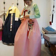 인형같이 예쁘셨던 신부님💚  #풍경한복  #맞춤한복 #웨딩한복  #신랑신부한복