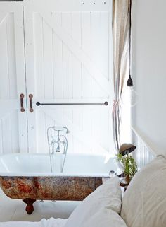 VINTAGE HOUSE DAYLESFORD | THE STYLE FILES
