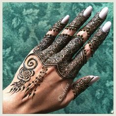 Love henna and this pattern is just so different!