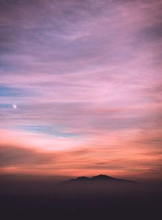 be my guest - monday - Purple sky, clouds and mountain heights Pretty Sky, Beautiful Sky, Beautiful Pictures, Nature Wallpaper, Screen Wallpaper, Cute Wallpaper For Phone, Phone Backgrounds, Wallpaper Backgrounds, Tumbler Backgrounds