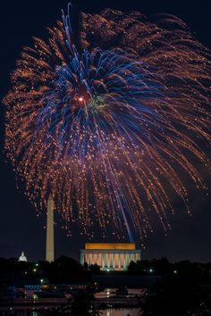 Photo of the 4th of July fireworks display over the National Mall in Washington, DC, by Tom Hamilton (www.sharetheexperience.org).