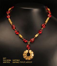 Collar, manilla y aretes en  cristal checo 14x10 ruby y separadores y dije Precolombinos baño oro 24K de TESOROSPRECOLOMBINO en Etsy