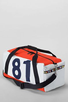 This Ella Vickers for Lands' End Duffel is crafted from actual sailcloth. As you'd expect, it is ocean-durable and made to stand up to the wind, salt & sun. #FathersDay Gift Idea.