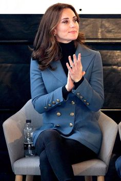 - The Reason Why Kate Middleton Doesn't Wear Nail Polish The Reason Why Kate Middleton Doesn't Wear Nail Polish Kate Middleton Outfits, Style Kate Middleton, Kate Middleton Photos, Duchesse Kate, Princesa Kate Middleton, Look Star, Kate And Meghan, Elegantes Outfit, Prince William And Kate