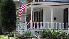 All American Style Country Porch. Love this porch! Porch Balusters, Wood Deck Railing, Wood Balusters, Country House Design, Country Style, Farmhouse Front Porches, Country Porches, Country Homes, Porch Railing Designs
