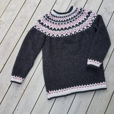 12 отметок «Нравится», 4 комментариев — Anna Gyda Mauseth (@anna_gyda) в Instagram: «Håpe bare at den passe! #riddari #dropsair #knittingastherapy» Anna, Sweaters, Instagram, Fashion, Moda, Fashion Styles, Sweater, Fashion Illustrations, Sweatshirts