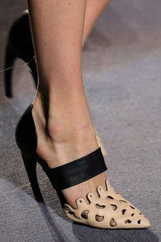 Proenza Schouler Autumn/Winter 2013 New York Fashion Week shoes Hot Shoes, Crazy Shoes, Me Too Shoes, Zapatos Shoes, Shoes Sandals, Pretty Shoes, Beautiful Shoes, Chic Chic, Pumps