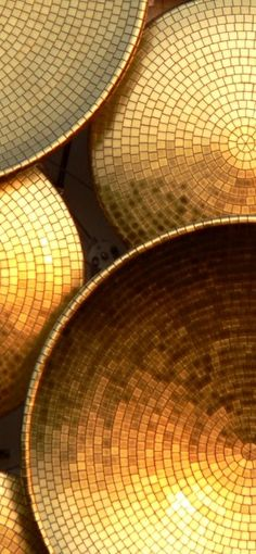 Vassoio a mosaico oro.