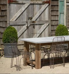 love the table & barn doors