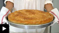 Κάθε περιοχή έχει και την δική της συνταγή χορτόπιτας, μια και στην Ελλάδα την αγαπάμε πολύ. Κάθε μια είναι ιδιαίτερη και με διαφορετικό φύλλο. Η κ. Ρεβέκκα ζήτησε να κάνω μία με σπιτικό φύλλο και φυσικά δεν μπορούσα να αρνηθώ! Μια χορτόπιτα γεμάτη με πολλά αρωματικά χόρτα και φυσικά τυρί φέτα θρυμματισμένη μέσα της, που εμφανίζεται όταν σπάσει το τραγανό φύλλο που την περιέχει. Το φύλλο είναι χειροποίητο αλλά μην το φοβηθείτε γίνεται γρήγορα και είναι εύκολο στο ζύμωμα και στο χειρι... Spinach Pie, Greek Recipes, Cornbread, Baking, Ethnic Recipes, Desserts, Food, Savoury Pies, Greek Beauty