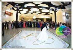 #adesivo de pista de dança com #design exclusivo e instalação perfeita. Como um tapete. Perfeito para a dança dos noivos e valsa 15 anos. Orçamentos 61 92626229 whatsapp #detalhes #instawedding #casamento #noiva #noivas #bride #wedding #decor #decoration #decoracao #luxo #design @andrewilliamdesign