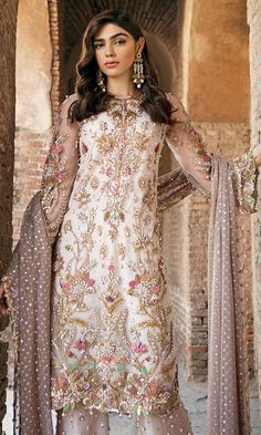 Discover recipes, home ideas, style inspiration and other ideas to try. Pakistani Fashion Party Wear, Pakistani Wedding Outfits, Pakistani Bridal Dresses, Pakistani Dress Design, Pakistani Couture, Pakistani Designers, Indian Designer Outfits, Fashion Designer, Designer Dresses