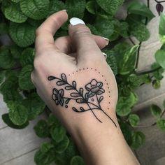 Decorated this pretty hand with a sprig on the flash day! 🌿✨ Verzierte diese hübsche Hand mit einem Zweig am grellen Tag! Kritzelei Tattoo, Tattoo Fonts, Piercing Tattoo, Body Art Tattoos, New Tattoos, Sleeve Tattoos, Cool Tattoos, Tattoo Hand, Wrist Tattoo