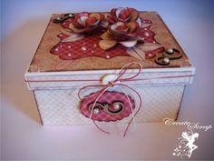 Caixa em mdf decorada com papel para scrapbook . Acompanha plástico mais cartão pequeno. R$ 51,00