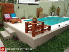 Pool furnished with pallets Backyard Water Feature, Small Backyard Pools, Above Ground Pool, In Ground Pools, Piscina Pallet, Pallet Furniture Tutorial, Mini Piscina, Pallet Pool, Dipping Pool
