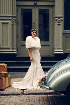 A (vintage or faux) Feather or Fur Wrap for the Hollywood Glam look - Bridal Inspiration