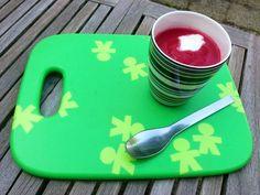 Nog een paar bietjes over en wat ga ik er mee doen? Nog nooit bietensoep gemaakt..... Ik heb het gemaakt zoals Robert-Jan met de appel en gember. Echt heel lekker!! Ik heb bij de ui, (verse rode bosui..mmm) ook wat ahornsiroop gedaan. En op het laatst een scheutje frambozenazijn en wat room (van haver). Echt verrassend lekker!!  - See more at: http://www.devegetarier.nl/recepten/soepen/borsjtsj-van-geroosterde-bieten#sthash.eFxQz3IU.dpuf