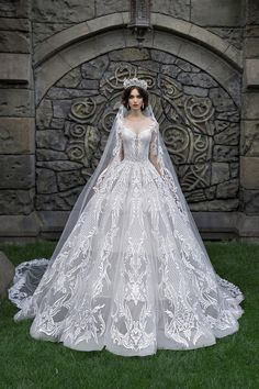 Vestidos de noiva♡♡♡ Elegant mermaid wedding dresses sweetheart neckline bridal gowns heavily embellished bodice elegant fit and flare wedding dress love new beach and winter fashion wedding dress 2019 White Wedding Dresses, Bridal Dresses, Wedding Gowns, Wedding Bride, Wedding Ideas, Weeding Dress, Floral Gown, Fantasy Dress, Beautiful Gowns
