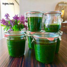 Pesto z medvedieho cesnaku - Vegan Lady Vegan Vegetarian, Vegetarian Recipes, Pesto, Cooking, Kitchen, Brewing, Cuisine, Cook, Vegetable Dip Recipes
