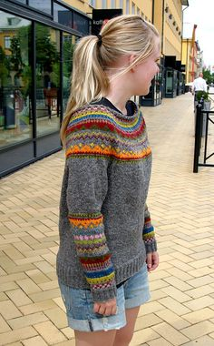 My first sweater. Pattern :Equinox Yoke Pullover - Michele Rose Orne Love this color combo! Fair Isle Knitting, Free Knitting, Loom Knitting, Punto Fair Isle, Look At My, Nordic Sweater, Icelandic Sweaters, Knitting Designs, Beanies