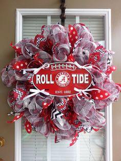 This one my friend Margie would love.Alabama Crimson Tide Roll Tide Football by SecondNatureWreaths, Alabama Football Wreath, Roll Tide Football, Alabama Wreaths, Alabama Crimson, Crimson Tide, Sport Themed Crafts, Auburn Wreath, Alabama Decor, Diy Wreath
