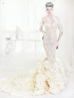 Los vestidos de novia con manga larga son perfectos para las bodas durante otoño e invierno. Su estilo es sofisticado y femenino, definitivamente un look que deberías considerar para tu evento. Hoy te dejamos algunos vestidos para que te inspires.