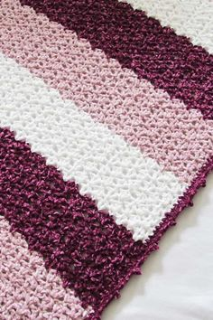 This free crochet blanket pattern features a unique lace stitch and a gorgeous picot border. The easy step by step tutorial is suitable even for beginners. This afghan looks luxurious in chunky Bernat Velvet yarn. Crochet Blanket Tutorial, Crochet Blanket Border, Crochet For Beginners Blanket, Blanket Yarn, Blankets, Crochet Afghans, Afghan Crochet Patterns, Crochet Yarn, Free Crochet