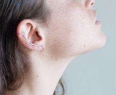 Rotgold empfindliche Ohr Manschette. Gehämmerte Linien. Kein Piercing. Minimalistische Schmuck.