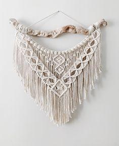 Macrame Design, Macrame Art, Macrame Projects, Macrame Knots, Macrame Jewelry, Macrame Wall Hanging Patterns, Macrame Patterns, Deco Boheme, Crochet Decoration