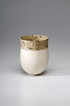 Jennifer Lee was born in Aberdeenshire, Scotland, in 1956. From 1975 to 1979 she studied ceramics and tapestry atEdinburgh College of Art. She then spent eight months on a travelling scholarship to the USA where she researched South-West Indian prehistoric ceramics and visited contemporary West Coast potters.    From 1980 to 1983 she continued her work in ceramics at theRoyal College of Artin London. Since then her travels have included trips to Egypt, India, Australia and Japan as well…