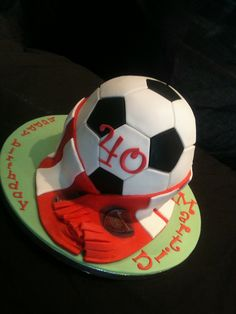 #Football #Cake - We totally love and had to share! Great #CakeDecorating!