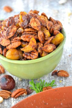 Ingredients 1 cup pine nuts 1 cup pecan halves 1 cup almonds 1 cup macadamia nuts 1 cup cashews 1 teaspooncinnamon 1/2 teaspoonpumpkin pie spice 1/2 teaspoon chili powder 1 tablespoon stevia swee...