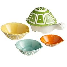 how cute are these?! they're like russian nesting dolls... only turtle measuring cups.