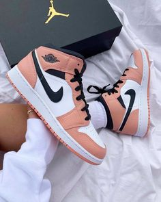 Dr Shoes, Cute Nike Shoes, Swag Shoes, Cute Nikes, Cute Sneakers, Nike Air Shoes, Hype Shoes, Shoes Sneakers, Sneakers Style