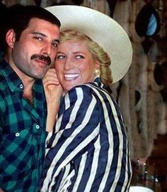 Freddie Mercury sneaking Princess Diana into a gay bar. 1988 Freddie Mercury sneaking Princess Diana into a gay bar. Queen Freddie Mercury, Freddie Mercury Last Photo, Princesa Diana, Freddie Mecury, Roger Taylor, We Will Rock You, Queen Band, Lady Diana Spencer, Killer Queen