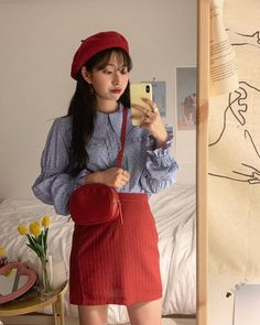 "𝕁 𝕚 𝕨 𝕠 𝕠 on Instagram: ""오랜만에 베레모 👩🏻🎨♥️"" Aesthetic Korea, Taehyung, 21st, Street Style, Valencia, Street Fashion, Outfits, Clothes, Urban Fashion"