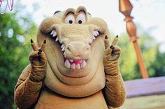 Smile! It's almost the weekend!  #Louis #goingdownbayou #princessandthefrog #mardigras #soundsationalparade #mickeyssoundsationalparade #vsco #vscocam #nikon #nikonD610 #nikonphotography #nikontop #disneyland #disneyland60 #instadisney #anahiem #happiestplaceonearth #disneyparks #disneygram #disneygeek #disneymagic #DLR #disneylandresort #disneyside #disneylife #disney #themepark #annualpassholder #asiantouristpose #disneylandfanclub by motivatedpanda