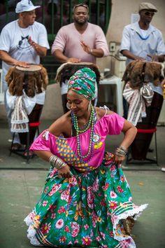 Women in Cuba - Wikipedia Brazilian People, Brazilian Women, Cuban Women, Brazil Culture, Moda Afro, America Outfit, Cuban Art, Street Dance, Black Girl Aesthetic