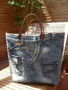 Crafting idea, tote bag, upcycle, recycle, re-use, denim, jeans, pockets, details, beauty