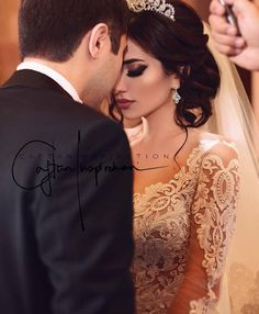 Foto wedding engagement hairstyles 2019 - wedding and engagement 2019 Foto Wedding, Wedding Pics, Wedding Styles, Dream Wedding, Wedding Dresses, Wedding Couple Poses, Wedding Couples, Wedding Bride, Wedding Engagement