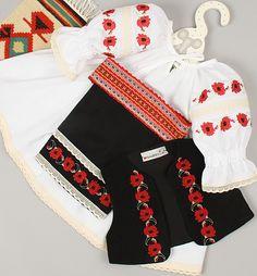 MACI COSTUM Flower Embroidery Designs, Creative Embroidery, Folk Embroidery, Learn Embroidery, Modern Embroidery, Cross Stitch Embroidery, Embroidery Patterns, Baby Girl Dress Patterns, Folk Costume