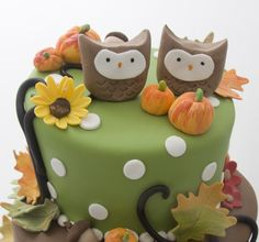 twin owl cake for O. Fall Birthday Cakes, Birthday Stuff, Birthday Crafts, Halloween Birthday, Diy Halloween, Halloween Decorations, Birthday Ideas, Fondant Cakes, Cupcake Cakes